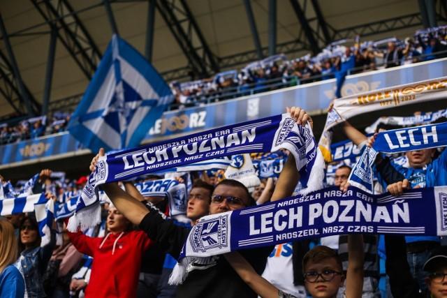 Październikowa przerwa na mecze reprezentacji to idealny moment, by podsumować stadionowe frekwencje. Wniosek jest taki, że kibice są spragnieni futbolu na żywo, o czym świadczą liczby na poziomie zbliżonym do tych sprzed pandemii. Tylko w PKO Ekstraklasie pięć razy udało się przekroczyć barierę 20 tys. na meczu.   Klubowy rekord jesieni należy do Lecha Poznań, którego znacząca część kibiców niedawno zakończyła bojkot domowych spotkań. W czołówce rankingu również Legia Warszawa, Lechia Gdańsk, Śląsk Wrocław czy Wisła Kraków. W niższych ligach prym wiedzie Widzew Łódź z regularną widownią na poziomie 17 tys.