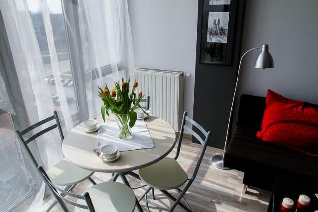 """Chcecie mieć swoje wymarzone M? Planujecie zakup mieszkania w Bydgoszczy? To jedna z najważniejszych decyzji w naszym życiu, dlatego warto się dobrze zastanowić nad kupnem naszego """"własnego kąta"""".   Zarówno na rynku wtórnym, jak i pierwotnym można znaleźć mnóstwo ofert sprzedaży mieszkań. Postanowiliśmy zaprezentować wam kilka ofert sprzedaży mieszkań z rynku wtórnego, które naszym zdaniem są ciekawe.   Niektóre z nich wymagają remontu lub odświeżenia, ale mimo tego ich cena jest bardzo konkurencyjna. Zobaczcie mieszkania na sprzedaż w Bydgoszczy! >>>"""