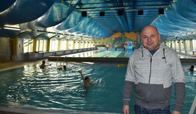 Dyrektor Miejskiego Ośrodka Sportu, Jacek Czerepko, mówi o planowanych inwestycjach: saunie oraz jacuzzi przy basenie.