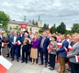 Działacze Zjednoczonej Prawicy dziękowali w Kielcach za wsparcie dla prezydenta Andrzeja Dudy. Zobacz kto był na placu Artystów [ZDJĘCIA]