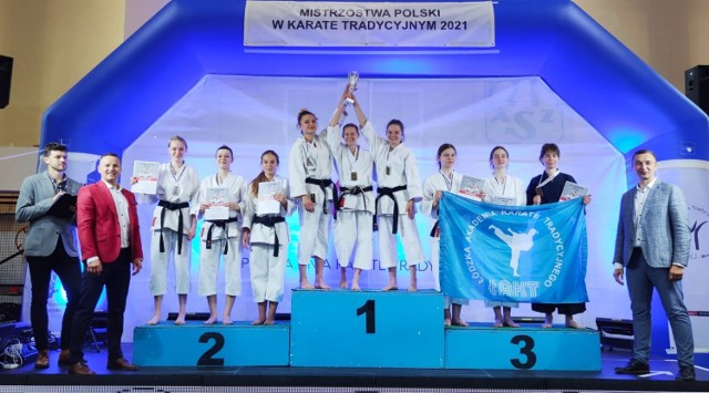 13 złotych, 8 srebrnych i 9 brązowych medali zdobyli rzeszowscy karatecy z Akademii Chikara podczas mistrzostw Polski