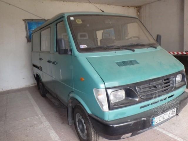 Samochód ogólnego przeznaczenia małej ładowności LUBLIN 3324 NR fabryczny: P: SUL332412Y0042686 Rok produkcji: 2000 Cena: 3 000,00
