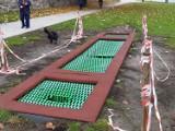Trampolina na Plantach w Goleniowie w strzępach. Wygląda coraz gorzej