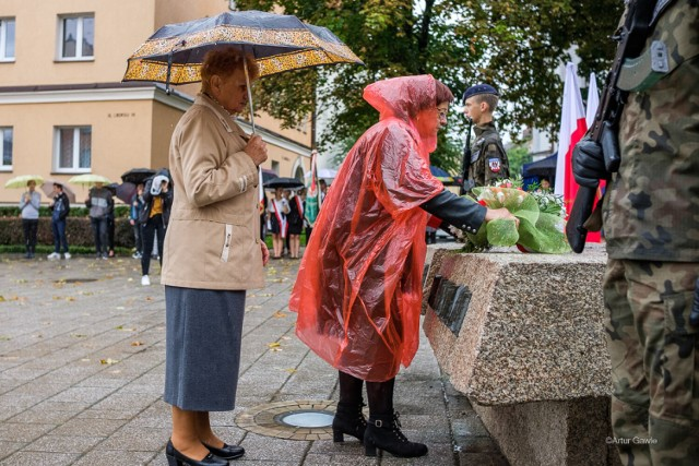 Tarnowianie upamiętnili Dzień Sybiraka. Uroczystości w strugach deszczu