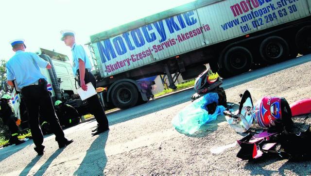 O wypadek na motorze czy skuterze nietrudno - zdają sobie  sprawę z tego policjanci, dlatego tak bardzo  ostrzegają młodych ludzi