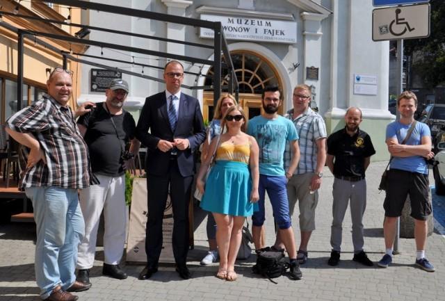 Blogerzy kulinarni przyjechali do Przemyśla na study tours. Nz. z prezydentem Przemyśla Wojciechem Bakunem (trzeci od lewej).