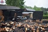 Pożar stodoły w powiecie zamojskim. Spłonął nie tylko budynek, ale i samochód. Wartość strat sięga 65 tys. zł