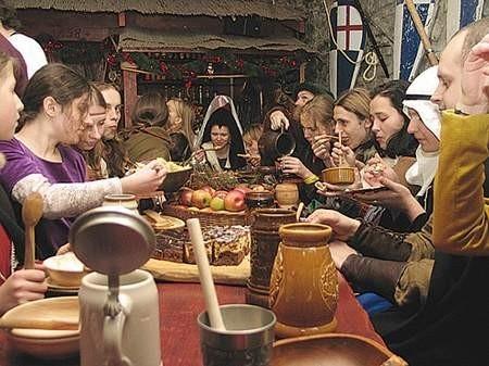 Wigilijna wieczerza będzińskiego Bractwa Rycerskiego. Fot: Olgierd Górny