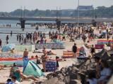 W Kołobrzegu już jak latem! Pogoda super, turyści przybywają. Okiem Radosława Brzostka