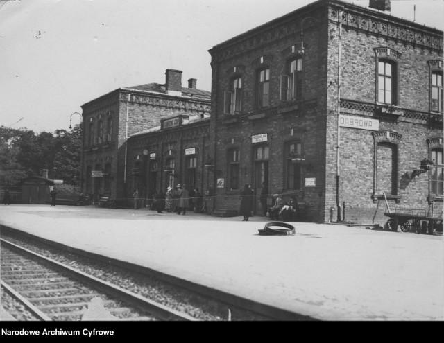 Budynek dworca kolejowego w Dąbrowie Górniczej. Widok od strony peronów (1931)