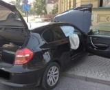 Kędzierzyn-Koźle. BMW wjechało w kamienicę. W samochodzie siedziało pięcioro młodych ludzi