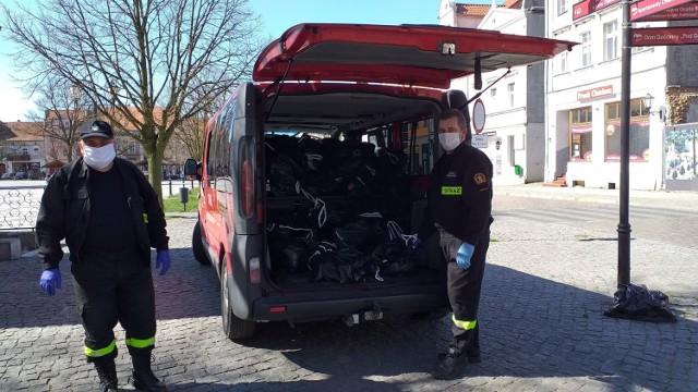 Strażacy OSP Chełmno docierają do potrzebujących z paczakmi żywnościowymi