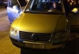 Policjant z okien swojego domu zauważył kradzione auto. Wybiegł na ulicę i zatrzymał złodzieja