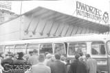 Nowy dworzec autobusowy ma rok. A kto pamięta jeszcze ten z pl. Konstytucji 3 Maja? [ZDJĘCIA]