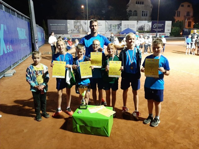 Młodzi tenisiści ze Szczecinka