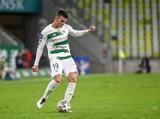 Lechia Gdańsk. Kacper Urbański wyjechał do Włoch, a Karol Fila nadal gra w zespole biało-zielonych. Kto wyjdzie na tym lepiej?
