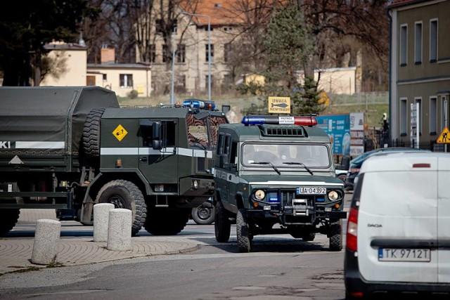 Pocisk artyleryjski w kominie budynku przy ul. Wieniawskiego w Wałbrzychu