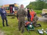 Pomocy przy wypadku w Łąkach Bratiańskich udzielali żołnierze jadący na ćwiczenia Dragon-21. Zdjęcia