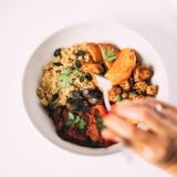 Kuchnia wegetariańska i wegańska. Coraz więcej ludzi spożywa produkty przyjazne dla środowiska