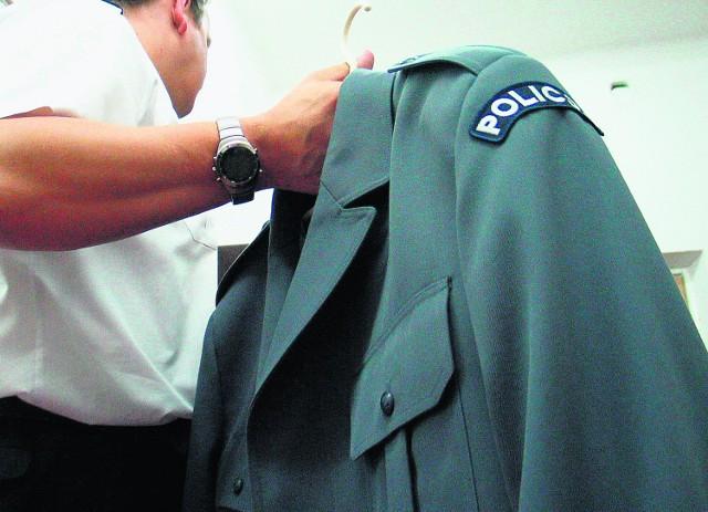 Policjanci złapani na jeździe po alkoholu stracili pracę