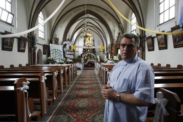 Proboszcz parafii w Krzepowie ksiądz Ryszard Klimek