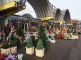 Tłumy na Górniaku. Ostatnie przygotowania łodzian do świąt Bożego Narodzenia. Czego poszukują łodzianie? Ile kosztują świąteczne produkty?