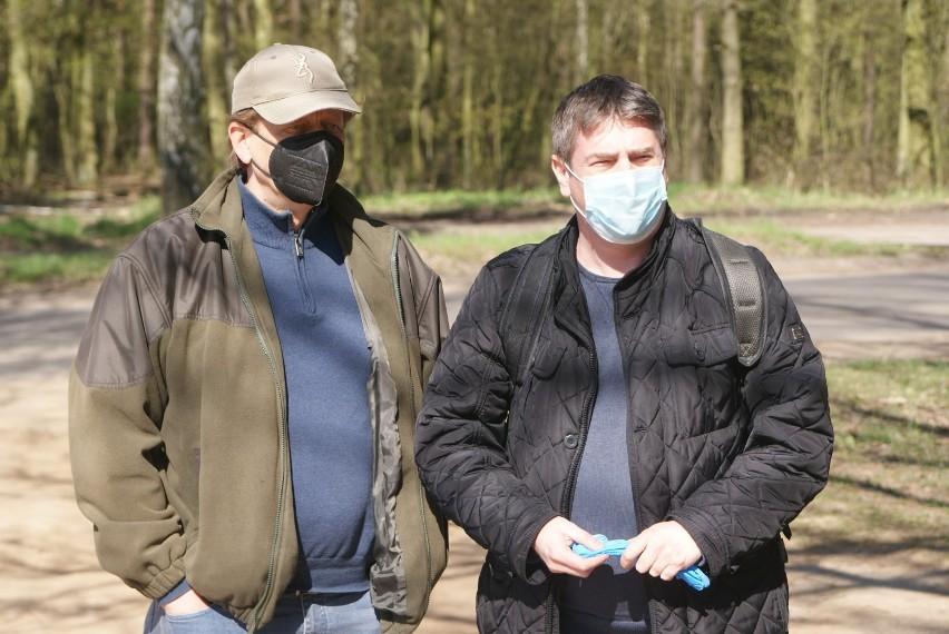 Akcja sprzątania terenu wokół zalewu w Szałem