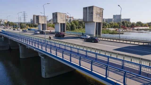 Inwestycja była potrzebna, gdyż most Karpacki w ciepłe dni zapełnia się rowerzystami, rolkarzami i pieszymi zmierzającymi głównie na Bulwary lub wracającymi z nich.