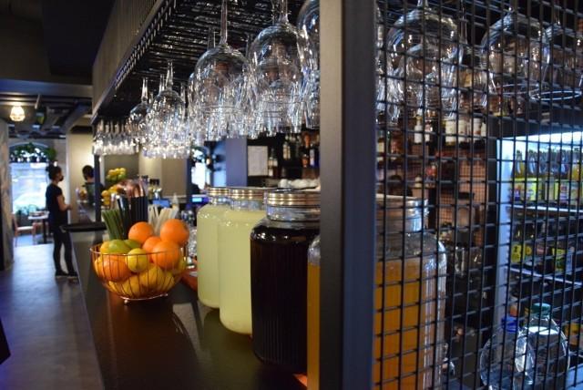 Lokale gastronomiczne w Katowicach otwarte mimo zakazu  Zobacz kolejne zdjęcia/plansze. Przesuwaj zdjęcia w prawo - naciśnij strzałkę lub przycisk NASTĘPNE