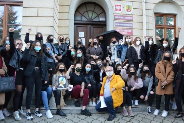 Protest przeciwników zaostrzenia ustawy aborcyjnej w Łowiczu