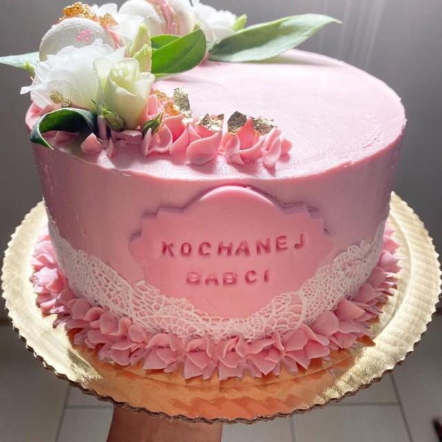 Te słodkości wyglądają po prostu przepysznie. Takie  dzieła wychodzą spod ręki Izabeli Dziadak z Raciszyna. Piękne torty, przepyszne ciasteczka i wiele innych obłędnie wyglądających słodyczy. Zresztą, oceńcie sami.