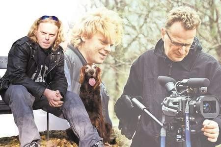 Paweł Bogocz wymyśla teledyski podczas spacerów z psem w parku gzichowskim, ale bez Adama Sikory (operator obrazu) i Jacka Strzeleckiego (opreator kamery) trydno byłoby je zrealizować. Fot. Maciej Wąsowicz