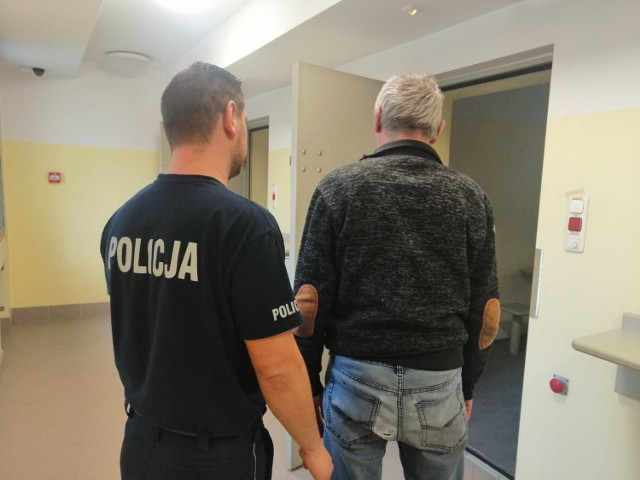 Nielegalne papierosy bez akcyzy w Czarnocinie. Policja zatrzymała trzy osoby
