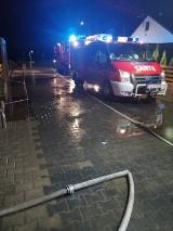 Kaźmierz. Strażacy walczyli z podtopieniami posesji [ZDJĘCIA]