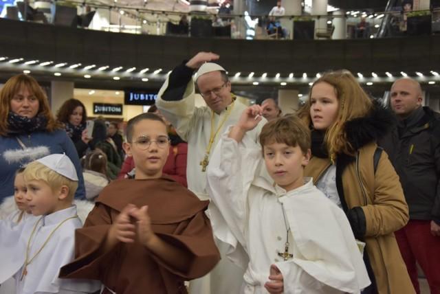 Korowod świętych przeszedł ulicami Lubina