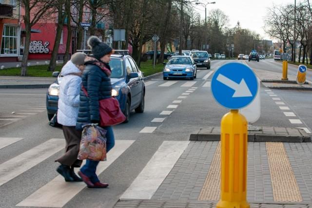 W dobie epidemii konieczność dotknięcia przycisku przy przejściu dla pieszych staje się problematyczna. czy Bydgoszcz pójdzie śladem innych miast i wyłączy przyciski?