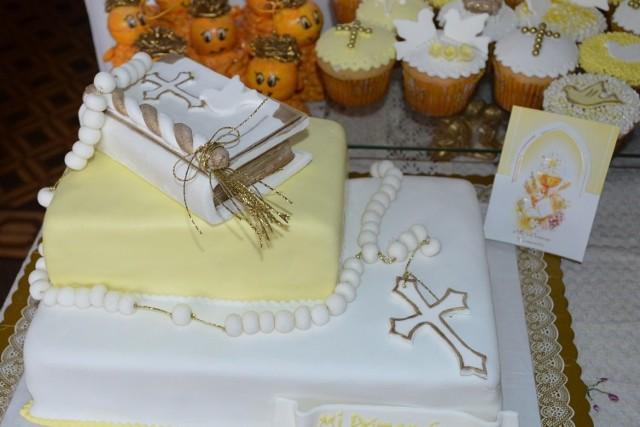 Najpiękniejsze torty komunijne. Autorzy tych cukierniczych dzieł sztuki dbają o to, by były zdobne, ale jednocześnie zachowują elegancję i smak!