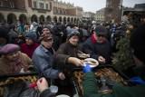 Kraków. Wigilia dla Osób Bezdomnych i Potrzebujących odbędzie się pomimo pandemii, ale nie na Rynku, a w formie samochodowego konwoju
