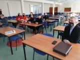 Ptasia grypa w powiecie puckim (2021). Dziś szkolą przedstawicieli miasta i gminy Puck wyznaczonych do usuwania skutków choroby | FOT