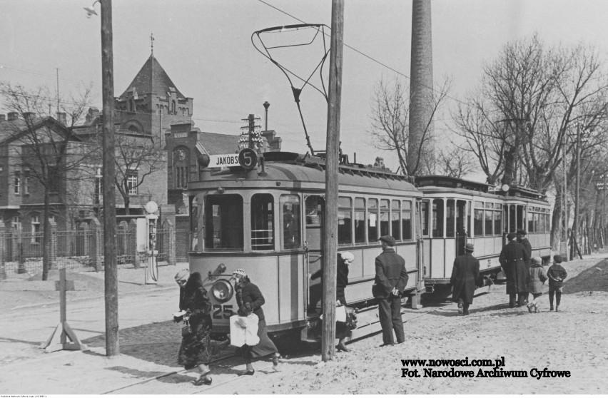Co na przykład? Oto znane zdjęcie tramwaju przed Rzeźnią...