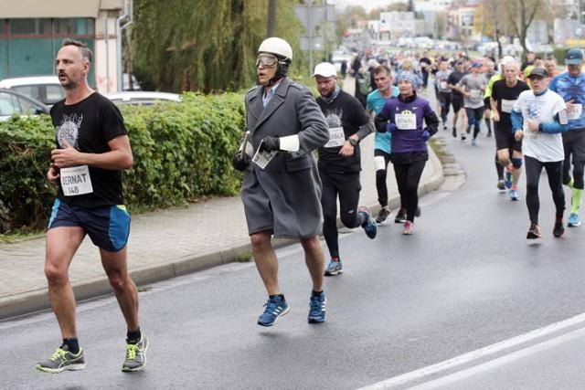 """2000 biegaczy wystartowało w XXXII Biegu Barbórkowym o """"Lampkę Górniczą"""" w Lubinie ."""