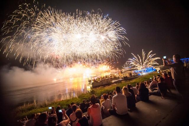 Na wielki finał Wianków nad Wisłą organizatorzy szykują spektakularny pokaz sztucznych ogni.