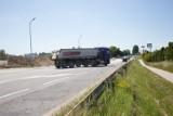 Niebezpiecznie na ul. Szczecińskiej w Słupsku? Czytelnik zgłasza: kierowcy ciężarówek łamią przepisy