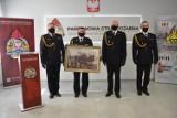 Kąpiel i prezenty na pożegnanie zastępcy komendanta straży pożarnej w Radomsku [ZDJĘCIA]
