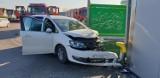Wypadek w Darłowie. Samochód uderzył w barierki [zdjęcia]