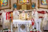 Proboszcz z Brzezinki świętował 50 urodziny. Otrzymał od najbliższych i parafian wspaniały prezent