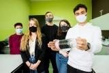 Uczniowie z VI LO w Bydgoszczy wyszki z ekologiczną inicjatywą. Zaprojektowali filtry, których 50 trafi do Afryki