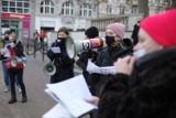 """""""Aborcję na żądanie ześlij nam panie!"""", czyli na Strajku Kobiet protestowano... śpiewając kolędy. Zobacz zdjęcia i wideo"""