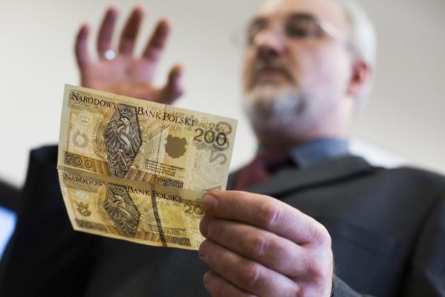 W życie wchodzą nowe przepisy, które obejmą wielu pracowników. Niektórym z nich pensja wzrośnie o 400 zł miesięcznie. Jakie jeszcze zmiany wprowadza ustawa?  WIĘCEJ SZCZEGÓŁÓW >>> TUTAJ >