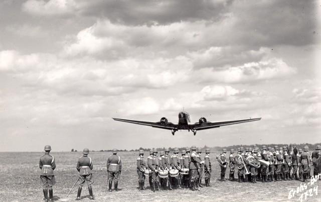 Samolot z Hitlerem odlatuje z Bornego Sulinowa, szkoda że się nie rozbił...